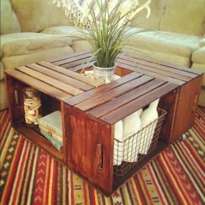 Table basse faite avec des caisses de vin