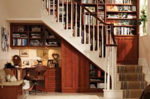 bureau sous escalier bois