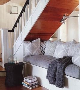 canapé sous escalier
