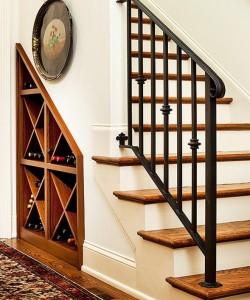 cave à vin et placard sous escalier