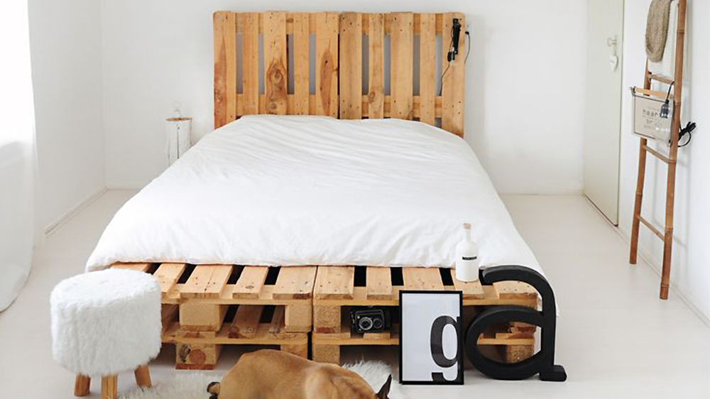 diy fabriquer un lit en palette de bois cuboak. Black Bedroom Furniture Sets. Home Design Ideas